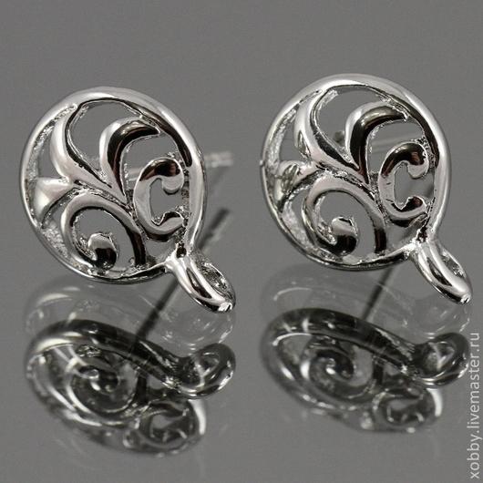 Пуссеты ажурные круглой формы с ажурным орнаментом в виде растительных завитков для сборки сережек с петелькой для подвески\r\nМатериал пуссет латунь