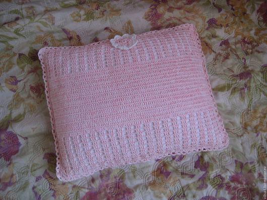 Текстиль, ковры ручной работы. Ярмарка Мастеров - ручная работа. Купить Подушечка детская, вязаная крючкам бело-розового цвета. Handmade.