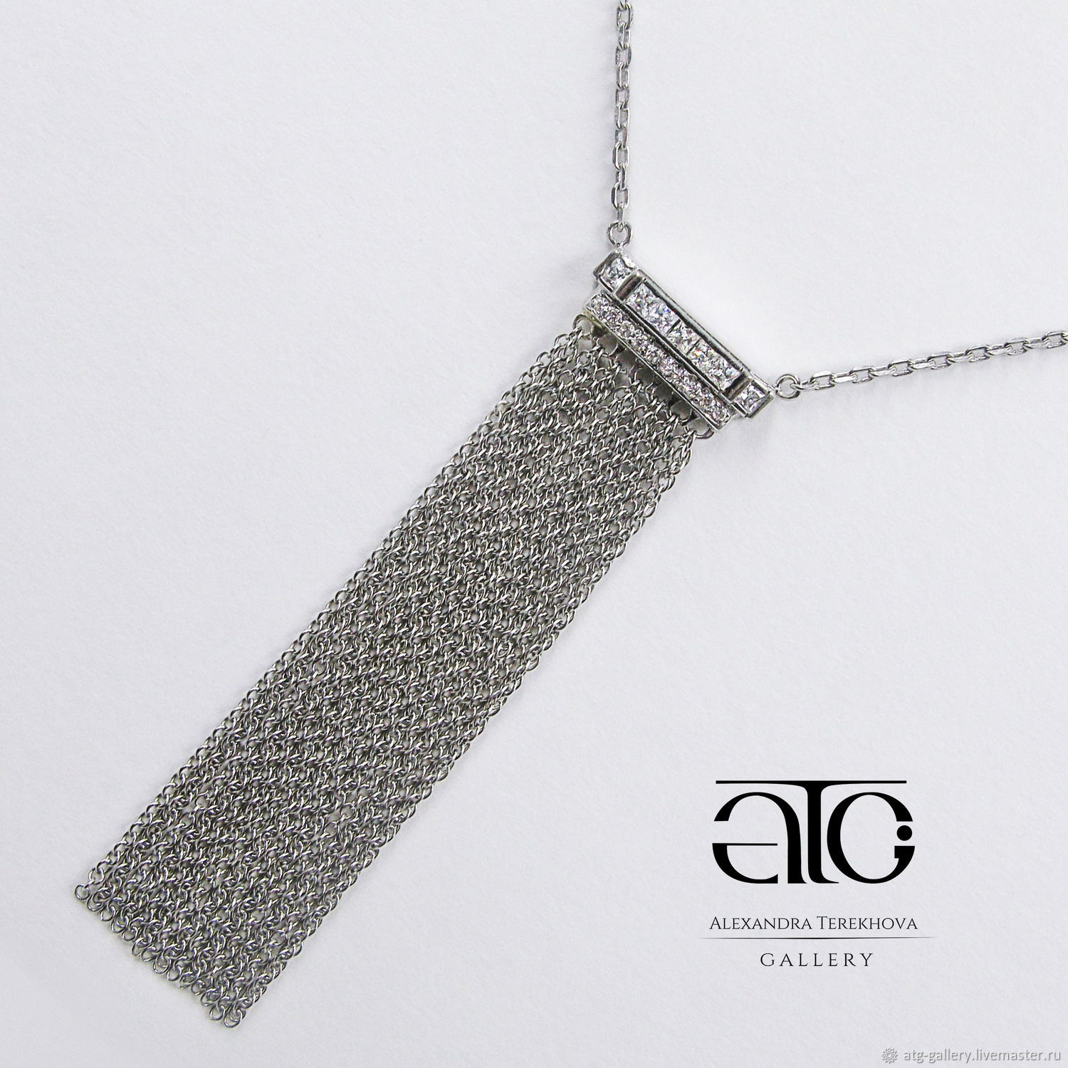 Beautiful stylish necklace with cubic Zirconia!
