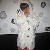 Работы для детей, ручной работы. Ярмарка Мастеров - ручная работа Шикарное теплое белое пальто для девочки  с капюшоном/карманами 7-8лет. Handmade.