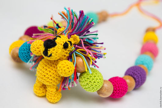 """Слингобусы ручной работы. Ярмарка Мастеров - ручная работа. Купить Слингобусы с игрушкой """"Радужный львенок"""", мамабусы, кормительные бусы. Handmade."""