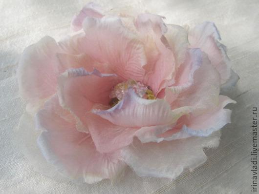 цветы из шелка. цветы из ткани,искусственные цветы, цветы ручной  работы, нежно -розовый цветок,цветок брошь, заколка цветок, украшение в прическу,изделия из шелка,ободок для волос с цветком, обруч с