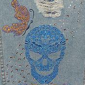 Куртки ручной работы. Ярмарка Мастеров - ручная работа Джинсовая куртка «Череп с бабочкой». Handmade.