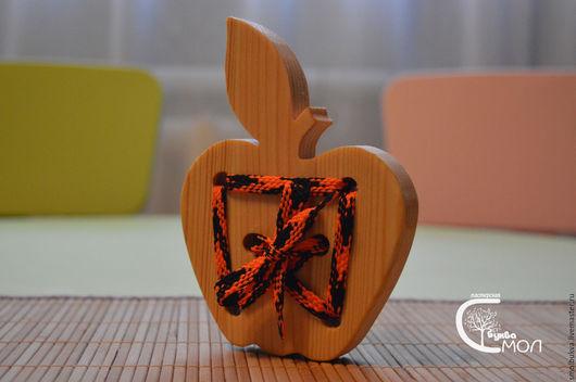 """Развивающие игрушки ручной работы. Ярмарка Мастеров - ручная работа. Купить Шнуровка """"Яблоко"""". Развивающая деревянная игрушка.. Handmade."""