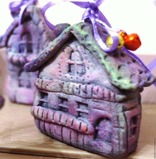 Домики-`Все фиолетово`! Миниатюрные домики(подвески) с бубенчиками, набор из 5ти штук, различных форм и размеров.  Подарок-сувенир, подвеска, украшение на елку!