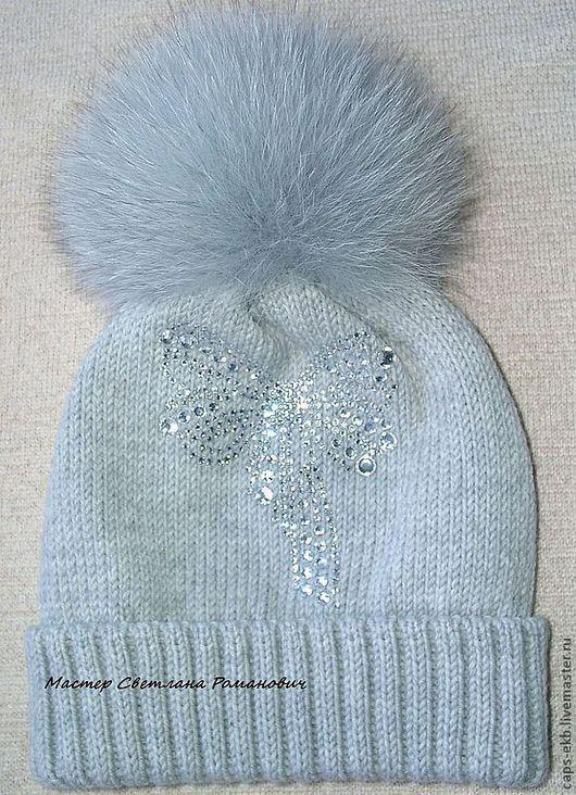 Шапки ручной работы. Ярмарка Мастеров - ручная работа. Купить Женская шерстяная  шапка с меховыми помпоном. Handmade. Серый