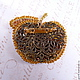 Обратная сторона. Есть застежка и петелька для цепочк Брошь-кулон - Золотое яблоко. Небольшая, изящная, легкая брошь ручной работы. Перламутр, стразы Сваровски, стекло ручной работы, японский бисер.