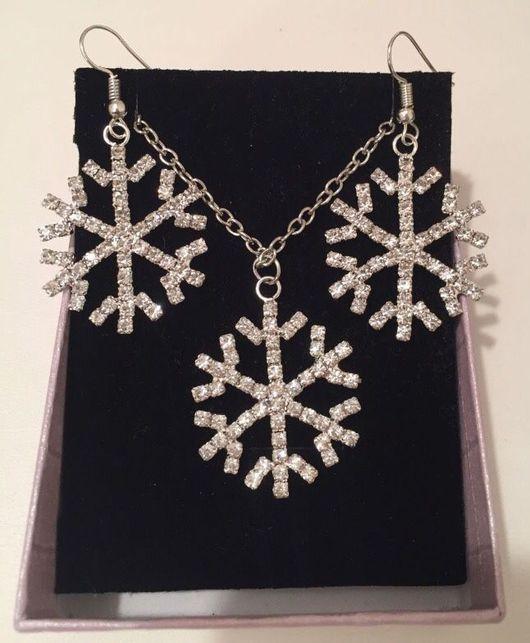 Серьги ручной работы. Ярмарка Мастеров - ручная работа. Купить Сет из ожерелья с подвеской снежинкой и серьгами-снежинками. Handmade. Комплект