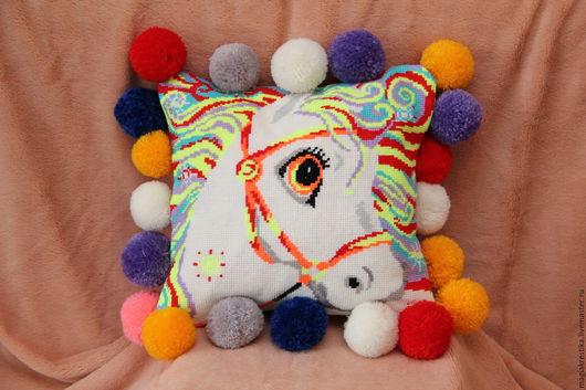 """Детская ручной работы. Ярмарка Мастеров - ручная работа. Купить Вышитая подушка """"Лошадка"""". Handmade. Комбинированный, вышитая подушка, балабоны"""
