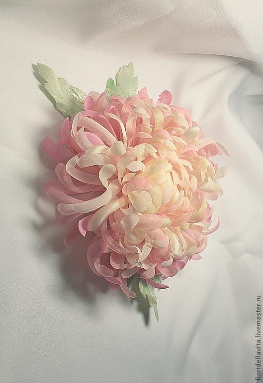"""Броши ручной работы. Ярмарка Мастеров - ручная работа. Купить Цветок из ткани хризантема """"Пинк"""". Handmade. Брошь, хризантема из ткани"""