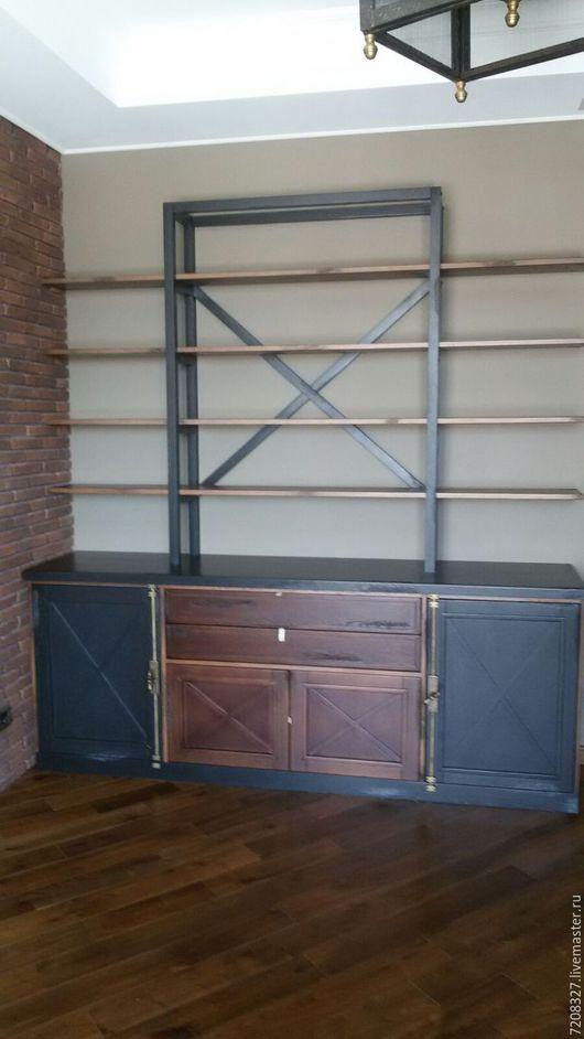 Дубовый стеллаж в кабинет с системой шкафов, выдвижных ящиков и открытых полок. С видимой текстурой натурального дерева,деликатно состаренный.