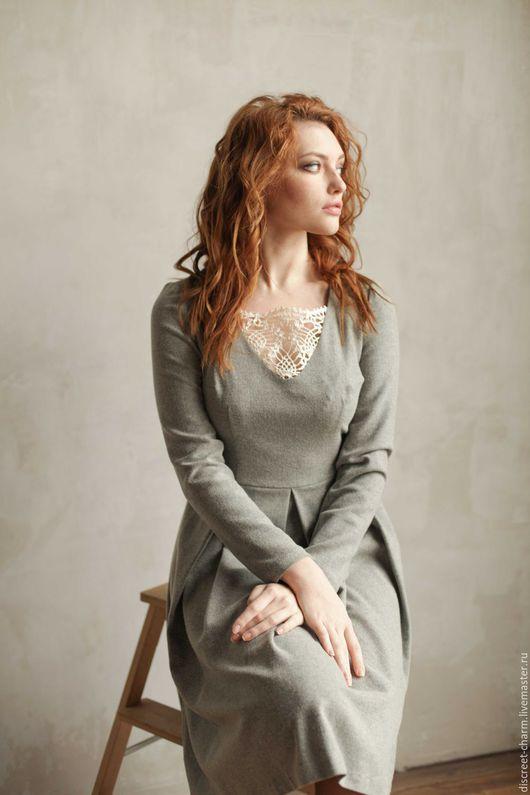 Платья ручной работы. Ярмарка Мастеров - ручная работа. Купить Теплое шерстяное платье, серое с кружевной вязаной вставкой. Handmade.