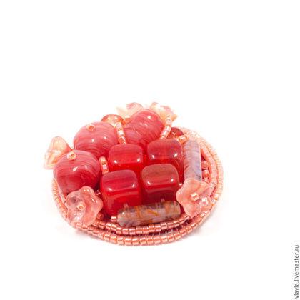 Броши ручной работы. Ярмарка Мастеров - ручная работа. Купить Вышитая бисером красная брошь маленькая круглая,, подарок на новый год. Handmade.
