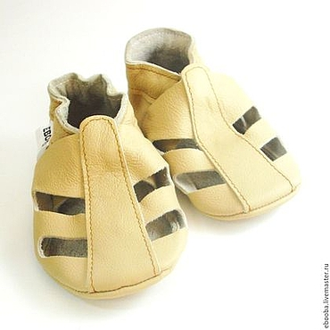 Обувь ручной работы. Ярмарка Мастеров - ручная работа Кожаные чешки тапочки пинетки сандалики бежевые ebooba. Handmade.
