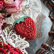 """Украшения ручной работы. Ярмарка Мастеров - ручная работа Брошь / колье """"Клубничка"""" : вышивка бисером. Handmade."""