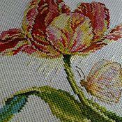 """Картины и панно ручной работы. Ярмарка Мастеров - ручная работа Вышивка крестом """"Тюльпан и бабочка"""". Handmade."""
