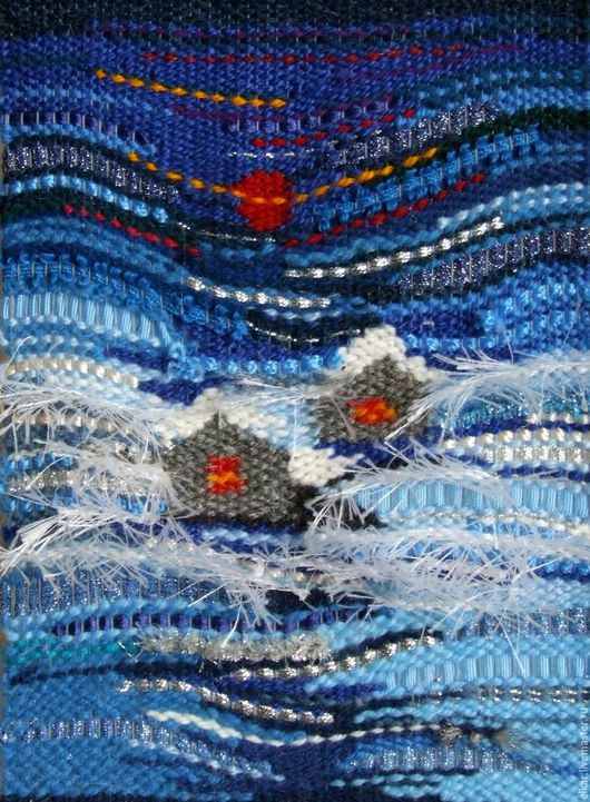 Второй вариант гобелена `Зима`с использованием дополнительных материалов: блестящий шнур, шёлковая тесьма, синтетическая верёвка, акриловая пряжа `Травка`. Работа с зимним праздничным настроением.