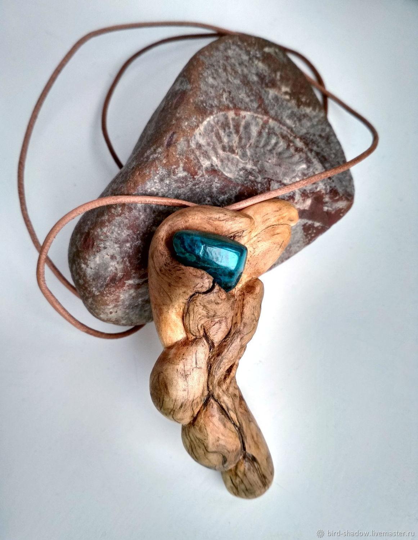 Кулоны, подвески ручной работы. Купить Кулон из дерева `Глубина` из корня карельской березы с хризоколлой. Необычные украшения купить Москва.