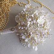 Свадебные букеты ручной работы. Ярмарка Мастеров - ручная работа Свадебный брошь букет невесты из бусин. Handmade.