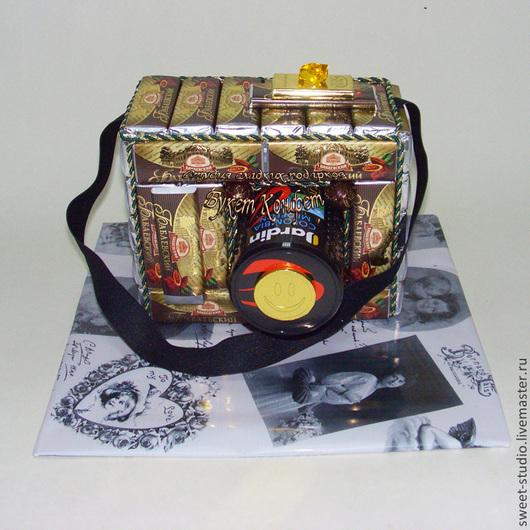 Персональные подарки ручной работы. Ярмарка Мастеров - ручная работа. Купить Фотоаппарат из конфет. Handmade. Черный, кофе, подарки для мужчин