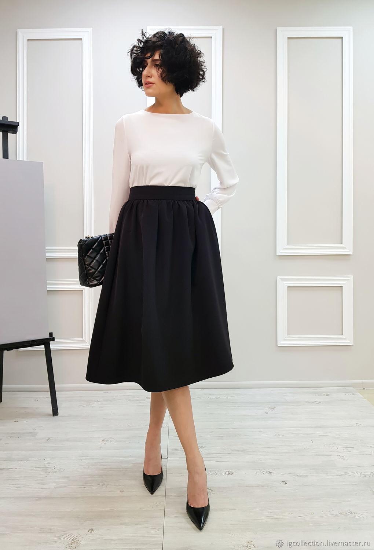 Рост модели 174 см.  Вся одежда на фото доступна к заказу. Блуза IG collection, из шифона, 5 500 р.