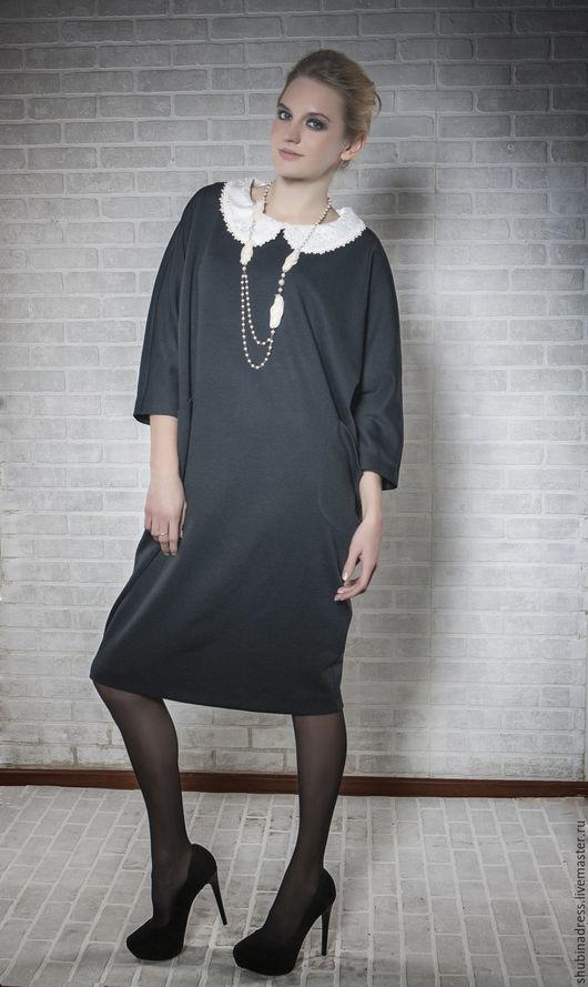 Тёплое, шерстяное платье для современной девушки, которая любит комфорт. Модель подойдёт для любого типа фигуры. Ткань шерсть 100% Max Mara. В боковых швах накладные карманы. Без воротника.