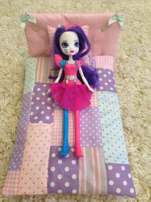 Кукольный дом ручной работы. Ярмарка Мастеров - ручная работа. Купить Кроватка и лоскутное одеяло для кукол. Handmade. Лоскутное шитье