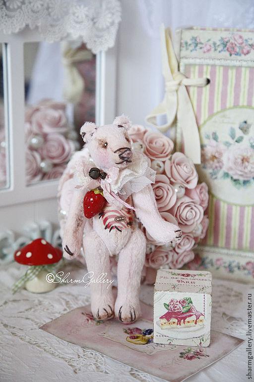 """Мишки Тедди ручной работы. Ярмарка Мастеров - ручная работа. Купить """"Клубничный пломбир"""". Мишка Тедди с деревянным кубиком.. Handmade."""