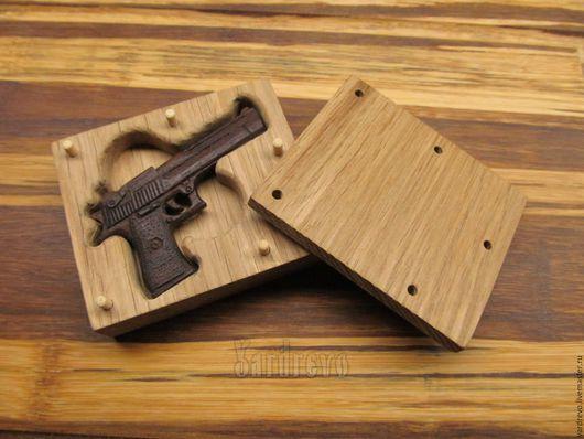 Броши ручной работы. Ярмарка Мастеров - ручная работа. Купить Брошь пистолет DESERT EAGLE из дерева. Handmade. Коричневый, милитари