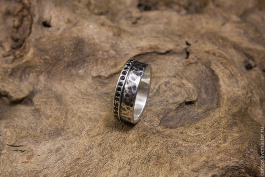 Жеское кольцо. Размер 17,1, ширина - 7мм и толщина 1,5.