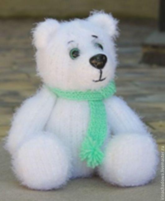 Милый снежный медвежонок в подарок для самых любимых.
