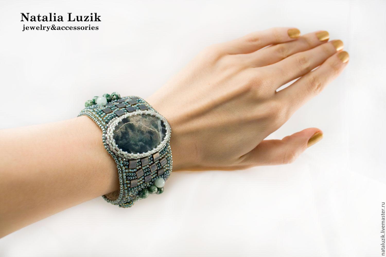 Браслет из бисера с камнем Горные цветы нежный зеленый крупный вышивка