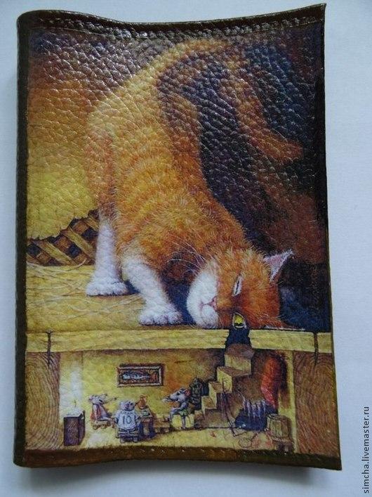 Кожаная обложка, обложка на паспорт, кот, кот и мыши, прикольная обложка, сюжет Александра Маскаева, прикольный кот, любителям кошек, ручная работа