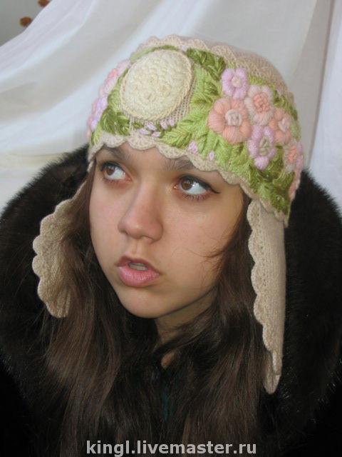 Оригинальная женская  шапочка связанная и вышитая руками станет отличным подарком дорогому Вам человеку
