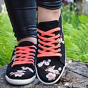 Обувь ручной работы. Ярмарка Мастеров - ручная работа Женские кеды с вышивками. Handmade.