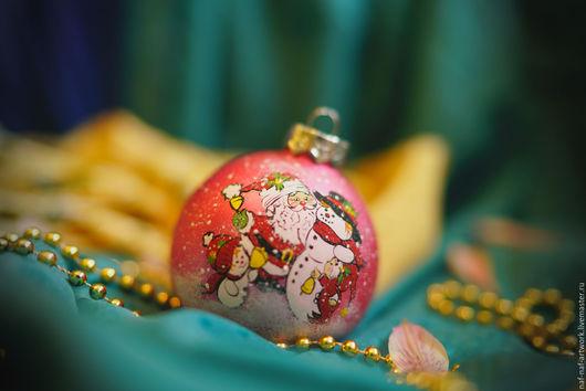 """Новый год 2017 ручной работы. Ярмарка Мастеров - ручная работа. Купить Новогодний шар """"Санта Клаус и снеговички"""". Handmade. Комбинированный"""