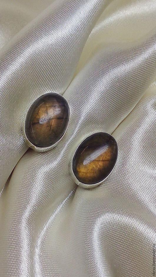 Серьги ручной работы из натурального лабрадора в серебре.
