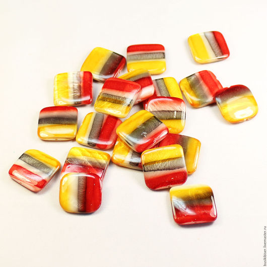 Бусины из раковины квадратные с разноцветными полосами 20x20мм