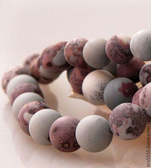 Матовые бусины в форме шар из натуральной яшмы, всевозможных оттенков розового с темными прожилками.