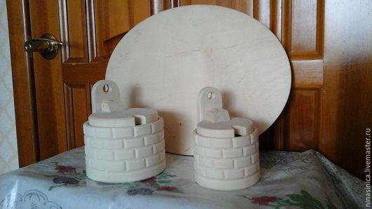 Эти  солоницы  можно закрепить на пано в вертикальном положении. Одна снизу, другая над ней. Украсить пано в технике декупаж или росписи