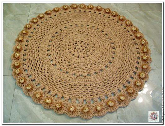 Примерный вариант возможного оформления коврика пришиваемыми элементами. Мастерская `Анатолия`.