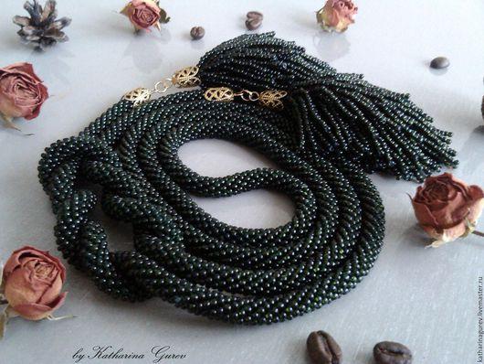 Лариат из бисера темно-зеленый, почти черный с массивными кистями. Стильное украшение на каждый день. Отлично смотрится и в качестве колье, и в качестве пояса.