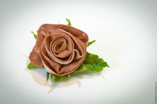 """Броши ручной работы. Ярмарка Мастеров - ручная работа. Купить Брошь цветок валяная """"Роза кофейная"""". Handmade. брошь валяная"""