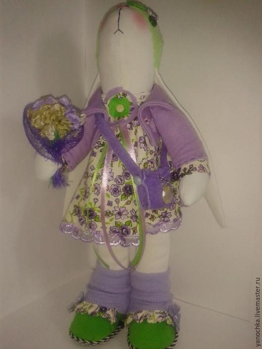 Текстильная игрушка, сшита из 100 % плотного хлопка. Уверенно самостоятельно стоит.Носик, ротик и глазки вышиты.  Наполнитель - антиаллергенный холофайбер Может быть как любимой игрушкой для ребенка , так и прекрасным украшением интерьера .