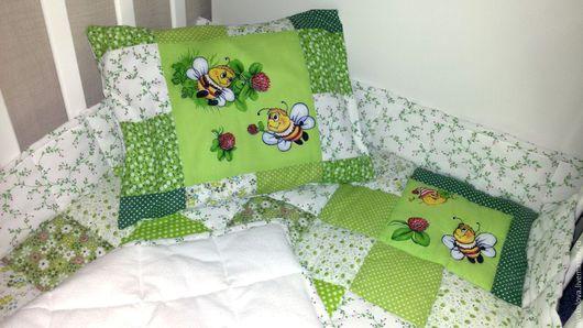 Пледы и одеяла ручной работы. Ярмарка Мастеров - ручная работа. Купить Детское лоскутное одеяло Пчелки на лужайке. Handmade. Зеленый