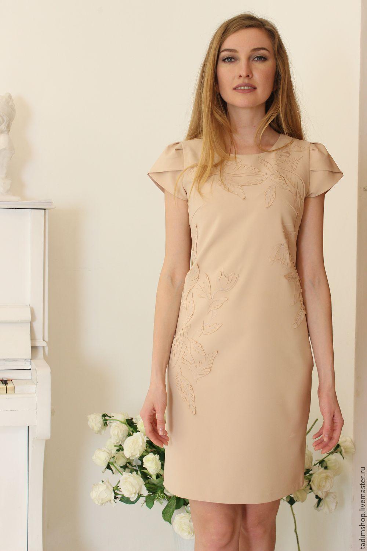 Платье цвета беж