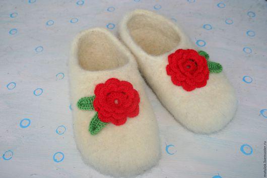 Обувь ручной работы. Ярмарка Мастеров - ручная работа. Купить Валяные тапочки (войлочные). Handmade. Теплые, бежевый, домашние тапочки