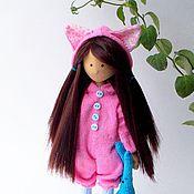 Куклы и игрушки ручной работы. Ярмарка Мастеров - ручная работа Кэтт. Текстильная интерьерная кукла брюнетка с длинными волосами. Handmade.