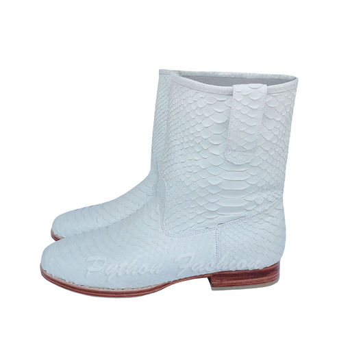 Обувь из кожи питона. Легкие белые весенние полусапожки из кожи питона. Низкий каблук, прошитая подошва. Авторская женская осенняя обувь из питона ручной работы. Красивые женские полусапоги из питона.