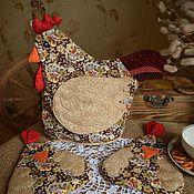 """Для дома и интерьера ручной работы. Ярмарка Мастеров - ручная работа Набор """"Год петуха"""" грелка на чайник и прихватки. Handmade."""